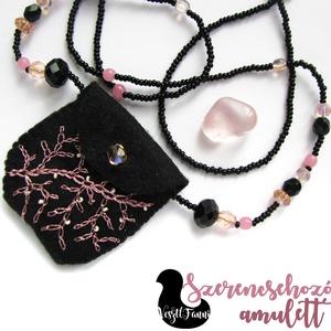 Szerencsehozó nyaklánc rózsakvarccal , Ékszer, Nyaklánc, Nyaklánc mini, csillogó fonalllal hímzett táskával, benne rózsakvarccal. A kis tsak két oldala külön..., Meska