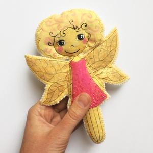 Tündérke játék, Gyerek & játék, Játék, Játékfigura, Filcből és pmautból varrtam a figurát. Textilfestéssel és gyöngyökkel díszítettem. 100% handmade..., Meska