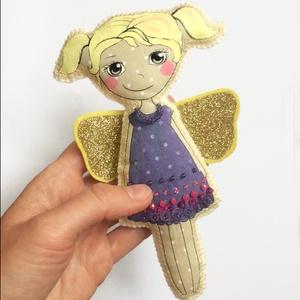Lila ruhás tündérke, Gyerek & játék, Játék, Játékfigura, Egyedi, pamutból és filcből varrt baba. Textilfestéssel, flitterekkel és gyöngyökkel díszítettem. ..., Meska