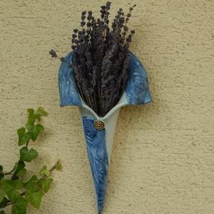 Kék galléros fali kaspó, Otthon & lakás, Dekoráció, Lakberendezés, Kaspó, virágtartó, váza, korsó, cserép, Kerámia, Kék, galléros fali kaspó, felakasztható. Évszaknak megfelelően díszíthető levendulával, szárított ny..., Meska