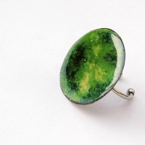 Tűzzománc nemesacél gyűrű - nemesacél gyűrű - tűzzománc gyűrű- zöldes színek - zöld gyűrű - modern gyűrű, Ékszer, Gyűrű, Tűzzománc, Fémmegmunkálás, GALAXY GYŰRŰ\n\nGyönyörű színekben pompázó tűzzománc gyűrű nemesacél gyűrű alappal.\n\nA tűzzománc kör á..., Meska