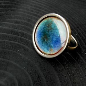 Tűzzománc nemesacél gyűrű - nemesacél gyűrű - tűzzománc gyűrű- kék és világosbarna színek - kék gyűrű - modern gyűrű, Ékszer, Gyűrű, Tűzzománc, Fémmegmunkálás, GALAXY GYŰRŰ\n\nGyönyörű színekben pompázó tűzzománc gyűrű nemesacél gyűrű alappal.\n\nA kör átmérője 23..., Meska