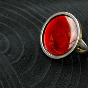 Tűzzománc nemesacél gyűrű - nemesacél gyűrű - tűzzománc gyűrű- bordó színek - bordó gyűrű - ezüst bordó - modern gyűrű, Ékszer, Gyűrű, Tűzzománc, Fémmegmunkálás, GALAXY GYŰRŰ\n\nGyönyörű színekben pompázó tűzzománc gyűrű nemesacél gyűrű alappal.\n\nA kör átmérője 23..., Meska