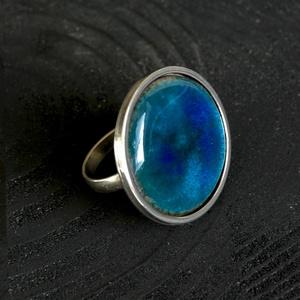 Tűzzománc nemesacél gyűrű - nemesacél gyűrű - tűzzománc gyűrű- kékes színek - kék gyűrű - modern gyűrű - kerek gyűrű, Ékszer, Gyűrű, Tűzzománc, Fémmegmunkálás, GALAXY GYŰRŰ\n\nGyönyörű színekben pompázó tűzzománc gyűrű nemesacél gyűrű alappal.\n\nA kör átmérője 28..., Meska
