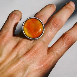 Tűzzománc nemesacél gyűrű - nemesacél gyűrű - tűzzománc - sárga színek - citromsárga narancssárga gyűrű - kerek gyűrű, Ékszer, Gyűrű, Tűzzománc, Fémmegmunkálás, GALAXY GYŰRŰ\n\nGyönyörű színekben pompázó tűzzománc gyűrű nemesacél gyűrű alappal.\n\nA kör átmérője 28..., Meska