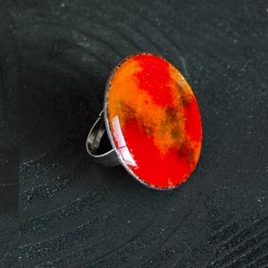 Tűzzománc nemesacél gyűrű - nemesacél gyűrű - tűzzománc gyűrű- narancs és piros színek - modern gyűrű, Ékszer, Gyűrű, Tűzzománc, Fémmegmunkálás, GALAXY GYŰRŰ\n\nGyönyörű színekben pompázó tűzzománc gyűrű nemesacél gyűrű alappal.\n\nA tűzzománc kör á..., Meska