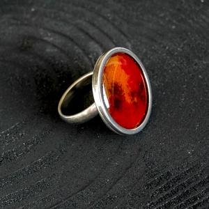 Tűzzománc nemesacél gyűrű - nemesacél gyűrű - tűzzománc gyűrű- narancs piros barna színek - modern gyűrű, Ékszer, Gyűrű, Tűzzománc, Fémmegmunkálás, GALAXY GYŰRŰ\n\nGyönyörű színekben pompázó tűzzománc gyűrű nemesacél gyűrű alappal.\n\nA kör átmérője 23..., Meska