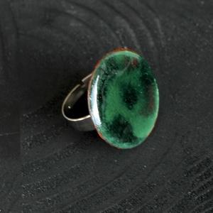 Tűzzománc nemesacél gyűrű - nemesacél gyűrű - tűzzománc gyűrű- zöld színek - modern gyűrű - zöld gyűrű, Ékszer, Gyűrű, Tűzzománc, Fémmegmunkálás, GALAXY GYŰRŰ\n\nGyönyörű színekben pompázó tűzzománc gyűrű nemesacél gyűrű alappal.\n\nA tűzzománc kör á..., Meska
