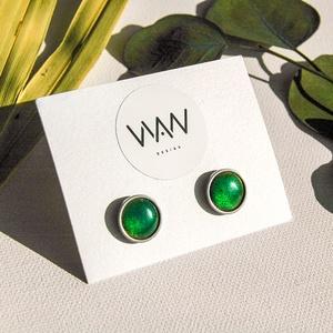 Zöld tűzzománc bedugós fülbevaló - zöld kör fülbevaló nemesacéllal - zöld bedugós füli, Pötty fülbevaló, Fülbevaló, Ékszer, Tűzzománc, Fémmegmunkálás, Ragyogó zöld kör alakú bedugós fülbevaló nemesacéllal. A színes kör tűzzománc.\nA fülbevaló alap neme..., Meska