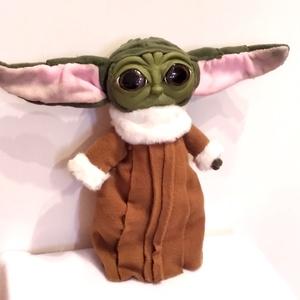 Baby Yoda plüss/ The Mandalorian Star Wars sorozatból, Karácsony, Gyerek & játék, Játék, Plüssállat, rongyjáték, Gyurma, Varrás, A képen lévő már elkelt, de szívesen elkészítem neked is! Ha még most rendelsz karácsonyig elkészül!..., Meska