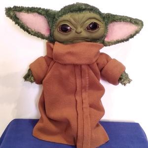 Baby Yoda plüssfigura/ The Mandalorian sorozatból, Gyerek & játék, Játék, Játékfigura, Otthon & lakás, Varrás, Gyurma, Baby Yoda sokak nagy kedvence lett az új Star Wars sorozatból :).\n\n31-32cm magas, arca süthető gyurm..., Meska