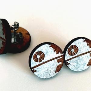 Death Star Füllbevaló, Pötty fülbevaló, Fülbevaló, Ékszer, Famegmunkálás, Festészet, A füllbevaló 3mm rétegelt lemezből került kivágásra, kézzel festett. Átmérője 18mm.\n, Meska