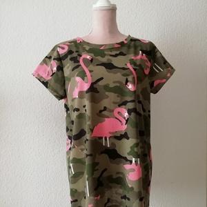Flamingós póló, Táska, Divat & Szépség, Ruha, divat, Női ruha, Póló, felsőrész, Varrás, Rövid ujjas, női pamut póló, terep- és flamingó nyomott mintával.\nMérete. M/L\nPuha, 100%-pamut (egyf..., Meska