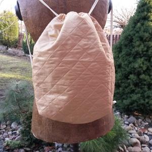 Hátizsák, tornazsák, Táska & Tok, Gymbag, Hátizsák, Steppelt anyagból készült hátizsák, tornazsák zsinóros vállpánttal. Bélelt, zsebes. Méret:35X42..., Meska