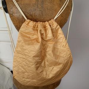 Hátizsák, tornazsák, Táska & Tok, Hátizsák, Gymbag, Vászonból készült hátizsák, tornazsák zsinóros vállpánttal. Bélelt, zsebes. Méret:35X42, Meska
