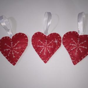 Karácsonyi filc hímzett szív, Karácsony & Mikulás, Karácsonyfadísz, Varrás, Hímzés, Egy gyönyörű három darabos karácsonyi  szettet hoztam! Filc ,hímzett szíveket, karácsonyfára!Fehérbe..., Meska