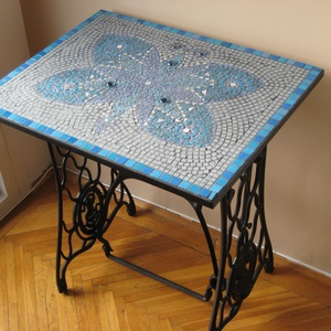 Pillangó singer asztallap, Bútor, Otthon & lakás, Asztal, Lakberendezés, Tárolóeszköz, Nemezelés, Mozaik, Az asztallap mérete 60x40 cm, laminált faforgácslapra ragasztott mozaikszemekből készült.Beltéri has..., Meska