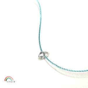Herkimer gyémánt karkötő, Ékszer, Karkötő, Herkimer gyémánt vékony nejlon szálon. A kis kvarc kb. 7-8 mm, a karkötő csomózásához pink színű szá..., Meska