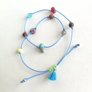 Bokalánc ásványgolyókból (B2), Ékszer, Bokalánc, lábgyűrű, Ásvány mix bokalánc kék poliészter szálon, kék bojttal, fűzöld csomóval. Egyedi ékszer. Minimális ho..., Meska