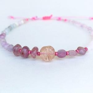 Pink opál karkötő, Ékszer, Karkötő, 3-5 mm-es fazettált és plain drágakövekből fűzött egyedi karkötő. Az ékszer pink sodronnyal, 925 ste..., Meska