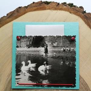 Üdvözlőkártya régi fotóval - kacsák Nógrádon, Művészet, Fotográfia, Ékszerkészítés, Papírművészet, 9*9 cm-es üdvözlőkártya 6*9 cm-es felvarrott fotóval. A kép régi, eredeti, Nógrádon készült.\nA régi ..., Meska