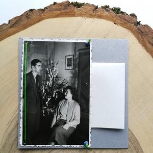 Üdvözlőkártya régi fotóval - boldog karácsonyt!, Művészet, Fotográfia, Ékszerkészítés, Papírművészet, 9*9 cm-es üdvözlőkártya 6*9 cm-es felvarrott fotóval. A kép régi, eredeti.\nA régi képet élénk zöld s..., Meska