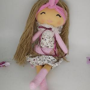 Moder textil baba-Vikta baba, Gyerek & játék, Gyerekszoba, Játék, Baba játék, Varrás, Cuki kézműves textil baba. Több féle hajszínbe elérhető. kb 44-45 cm magas kb. Haja fonalból készül..., Meska