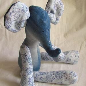 Elefánt, Egér, Plüssállat & Játékfigura, Játék & Gyerek, Hímzés, Varrás, INagyméretű elefánt. Ülni tud.\n\nRuhájának színe igények szerint változhat.\n\nMagassága ülve 40 cm...., Meska
