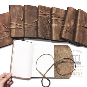 VINTAGE, valódi bőr borítású könyv, napló, notesz, jegyzetfüzet, rajzkönyv, emlékkönyv, utazás, Otthon & Lakás, Papír írószer, Jegyzetfüzet & Napló, Bőrművesség, Könyvkötés, Vintage, bőr borítású, megkötős, kis könyvek rendelhetők\nA bőr színe árnyalataiban eltérhet.\n\nTERMÉK..., Meska