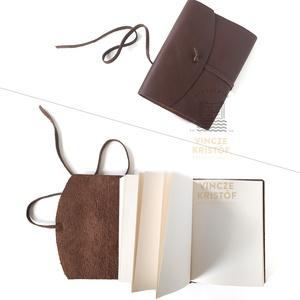 VALÓDI BŐR borítású, vintage könyv, napló, notesz, jegyzetfüzet, rajzkönyv, emlékkönyv, utazás, Otthon & Lakás, Papír írószer, Jegyzetfüzet & Napló, Bőrművesség, Könyvkötés, Vintage, bőr borítású, megkötős, kis könyvek rendelhetők.\nA bőr színe árnyalataiban eltérhet.\n\nTERMÉ..., Meska