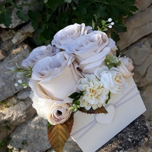 Rózsabox vintage cappucinó színű selyem virágokkal, Otthon & lakás, Dekoráció, Ünnepi dekoráció, Anyák napja, Ballagás, Virágkötés, Virágdoboz cappucinó,bézs  vintage színekből álló selyemvirágokkal készült és zöldekkel lett díszítv..., Meska
