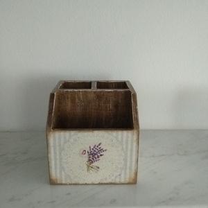 Vintage stílusú levendula mintás tároló doboz/tolltartó/smink tartó, Otthon & lakás, Dekoráció, Lakberendezés, Tárolóeszköz, Doboz, Decoupage, transzfer és szalvétatechnika, Festett tárgyak, PEDAGÓGUSNAPRA  TANÁR-TANÍTÓ ÉS ÓVÓ NÉNIKNEK\n\nKülönleges stílusú levendula mintás 3 fakkos  doboz.\nH..., Meska