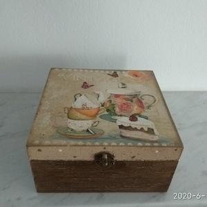 Vintage sütis teafiltertartó doboz, Otthon & lakás, Dekoráció, Lakberendezés, Tárolóeszköz, Doboz, Decoupage, transzfer és szalvétatechnika, Festett tárgyak, Különleges stílusú  vintage sütis teafiltertartó doboz.\nHasználható varrós dobozként is.\n\nA dobozt a..., Meska