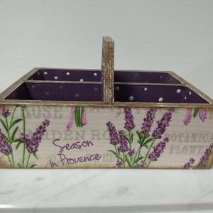 Vintage stílusú levendulás mintás tároló doboz osztott négyes, Otthon & lakás, Dekoráció, Lakberendezés, Tárolóeszköz, Doboz, Decoupage, transzfer és szalvétatechnika, Festett tárgyak, Különleges stílusú levendula mintás doboz.\nHasználható asztali fűszer tartóként, vagy teafilter tart..., Meska