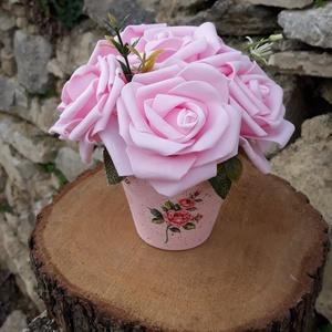 Rózsabox  rózsaszín rózsákkal vintage cserép kaspóban, Otthon & lakás, Dekoráció, Ünnepi dekoráció, Anyák napja, Ballagás, Virágkötés, A  virágdoboz rózsaszín habrózsából készült , apró virágokkal és zöldekkel lett díszítve. \n9 cm mére..., Meska