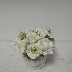Rózsabox vintage fehér selyem rózsákkal  (vintageajandek) - Meska.hu