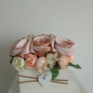 Rózsabox  fa dobozban vintage cappucinó virágokkal, Esküvő, Emlék & Ajándék, Szülőköszöntő ajándék, Virágkötés, Közeledik Valentin-nap ,Nőnap és Anyák napja. Lepd meg szeretteid egy ilyen különleges örök selyemvi..., Meska