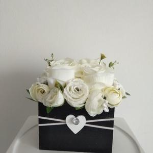 Rózsabox vintage fehér színű selyem virágokkal/rózsabox, Csokor & Virágdísz, Dekoráció, Otthon & Lakás, Virágkötés, Közeledik Valentin-nap ,Nőnap és Anyák napja. Lepd meg szeretteid egy ilyen különleges örök selyemvi..., Meska