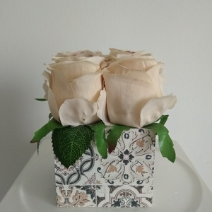 Rózsabox  mintás fa dobozban vintage cappucinó selyem virágokkal/virágbox, Díszdoboz, Dekoráció, Otthon & Lakás, Virágkötés, Közeledik Valentin-nap ,Nőnap és Anyák napja. Lepd meg szeretteid egy ilyen különleges örök selyemvi..., Meska