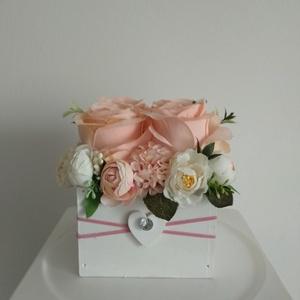 Rózsabox fa dobozban vintage púder-krém pasztell árnyalatokkal/rózsabox, Csokor & Virágdísz, Dekoráció, Otthon & Lakás, Virágkötés, Közeledik Valentin-nap ,Nőnap és Anyák napja. Lepd meg szeretteid egy ilyen különleges örök selyemvi..., Meska