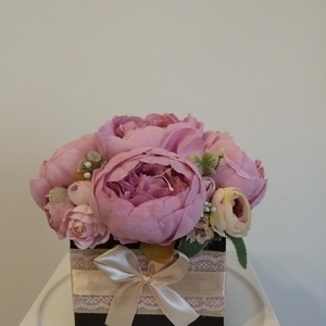 Rózsabox vintage bézs-mályva színű selyem virágokkal/rózsabox, Otthon & Lakás, Dekoráció, Csokor & Virágdísz, Virágkötés, Közeledik Valentin-nap ,Nőnap és Anyák napja. Lepd meg szeretteid egy ilyen különleges örök selyemvi..., Meska