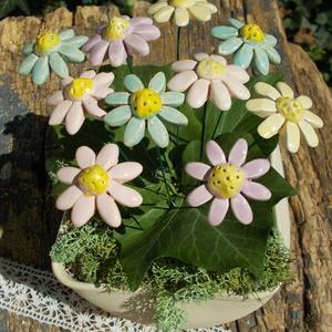 10 szál apró virág, Otthon & lakás, Dekoráció, Lakberendezés, Dísz, Kerámia, Fehérre égő agyagból készítettem ezeket az apró virágokat..   Mázazott,kétszer égetett kerámiák. A  ..., Meska