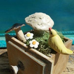 Apró gombák,virágok és egy madárka :), Otthon & lakás, Dekoráció, Lakberendezés, Dísz, Kerámia, Fehérre égő agyagból készítettem ezeket az apró gombákat ,pici virágokat és a madárkát.   A gombákna..., Meska