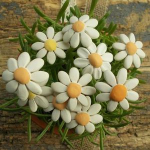 Fehér virágok, Otthon & lakás, Dekoráció, Lakberendezés, Dísz, Kerámia, Fehérre égő agyagból készítettem ezeket az apró virágokat..   Fehér színű natúr kerámiák,nem mázazta..., Meska
