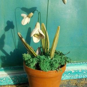 Hóvirágos asztaldísz, Otthon & lakás, Dekoráció, Lakberendezés, Dísz, Kerámia,  .Nagyon szeretem ezt a szerény ,egyszerű virágot. Fehérre égő agyagból készítettem ezeket a  hóvirá..., Meska