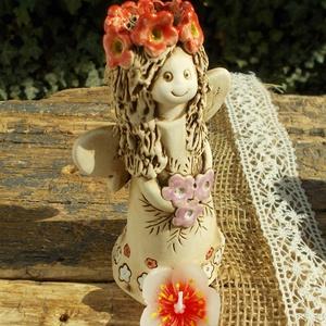 Tavasztündér , Kerámia, Szobor, Művészet, Kerámia, Szobrászat, Fehérre égő agyagból készítettem ezt a huncut tündérkét,aki virágokat tart a kezében.  :) Barnával a..., Meska