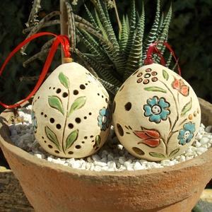"""Húsvéti tojások, Otthon & lakás, Dekoráció, Ünnepi dekoráció, Húsvéti díszek, Kerámia, Fehérre égő agyagból korongozással készítettem ezeket a """"tojásokat"""". Áttört díszítésű,barnával anti..., Meska"""