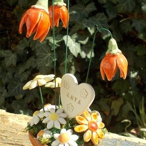 Anyának szeretettel, Otthon & lakás, Dekoráció, Lakberendezés, Dísz, Asztaldísz, Kerámia, Virágkötés, Festett virágcserépbe tűzőhabot ragasztottam,izlandi mohával fedtem le,ebbe tűztem a kerámia virágok..., Meska