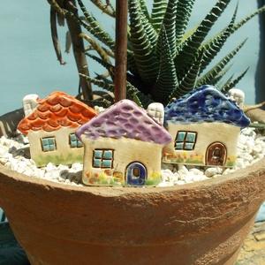 Apró házak, Otthon & lakás, Lakberendezés, Kaspó, virágtartó, váza, korsó, cserép, Kerti dísz, Kerámia, Szobrászat, Az apró házikók mindig elvarázsolnak,akár fából,akár kerámiából készülnek.Otthonosak,bájosak,szeretn..., Meska