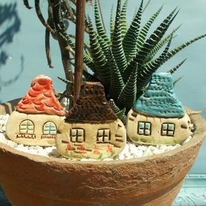 Manóházak, Otthon & lakás, Lakberendezés, Kaspó, virágtartó, váza, korsó, cserép, Kerti dísz, Kerámia, Szobrászat, Az apró házikók mindig elvarázsolnak,akár fából,akár kerámiából készülnek.Otthonosak,bájosak,szeretn..., Meska
